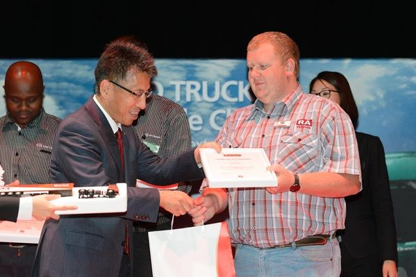 lafras_kruger_receiving_award_for_best_truck_driver_at_the_ud_trucks_extra_mile_challenge.jpg